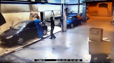 Thief Outsmarted by Car Wash Attendant
