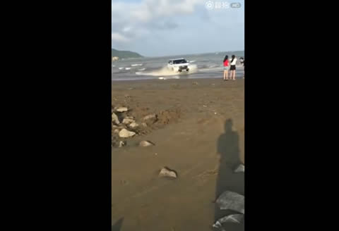 Toyota shows off on the beach #fail