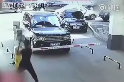 RANGE ROVER DRIVER RELEASES SOME ANGER
