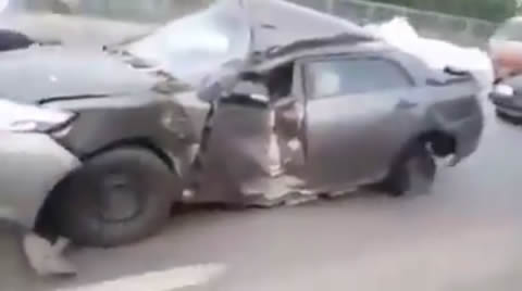 Broken Car Is Running In Lahore's Road