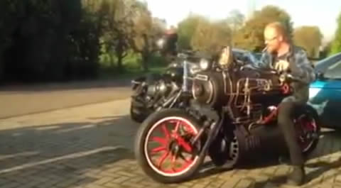 Locomotive_motorcycle