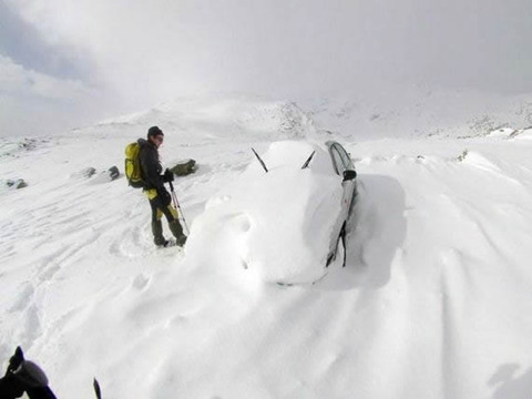 snow_mountain_car