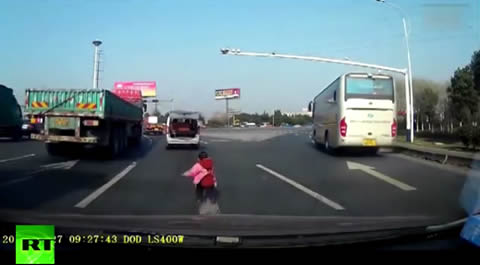 Toddler falls out of car trunk in China