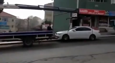 TowTruck_Lift_GoneWrong