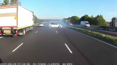 incredible near miss on the M40