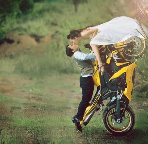 kiss_on_the_bike