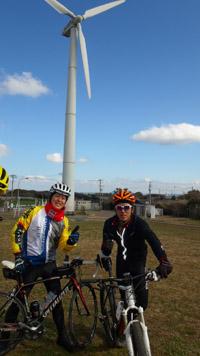 三浦七福神ツーリング17定番の風車前で記念撮影