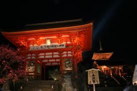 京都 清水寺 見ごろ 仁王門と紅葉