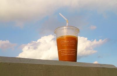 空とアイスコーヒー1