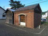 山部駅構内にあるランプ小屋と倉庫