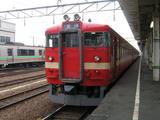 岩見沢駅ホームに停車中の始発列車