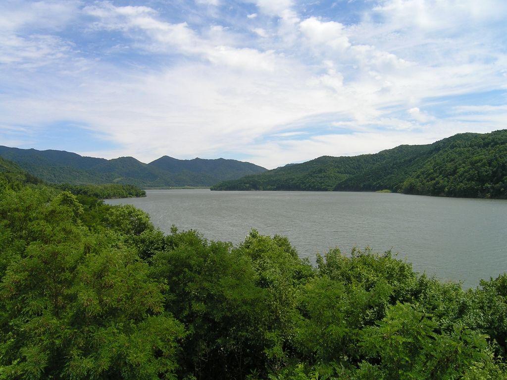 滝里ダム、滝里湖に沈む町と滝里...