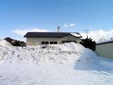 雪に埋まる湧網線・計呂地駅
