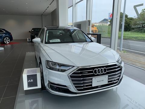 Audi A8-1ちゅちゅポン