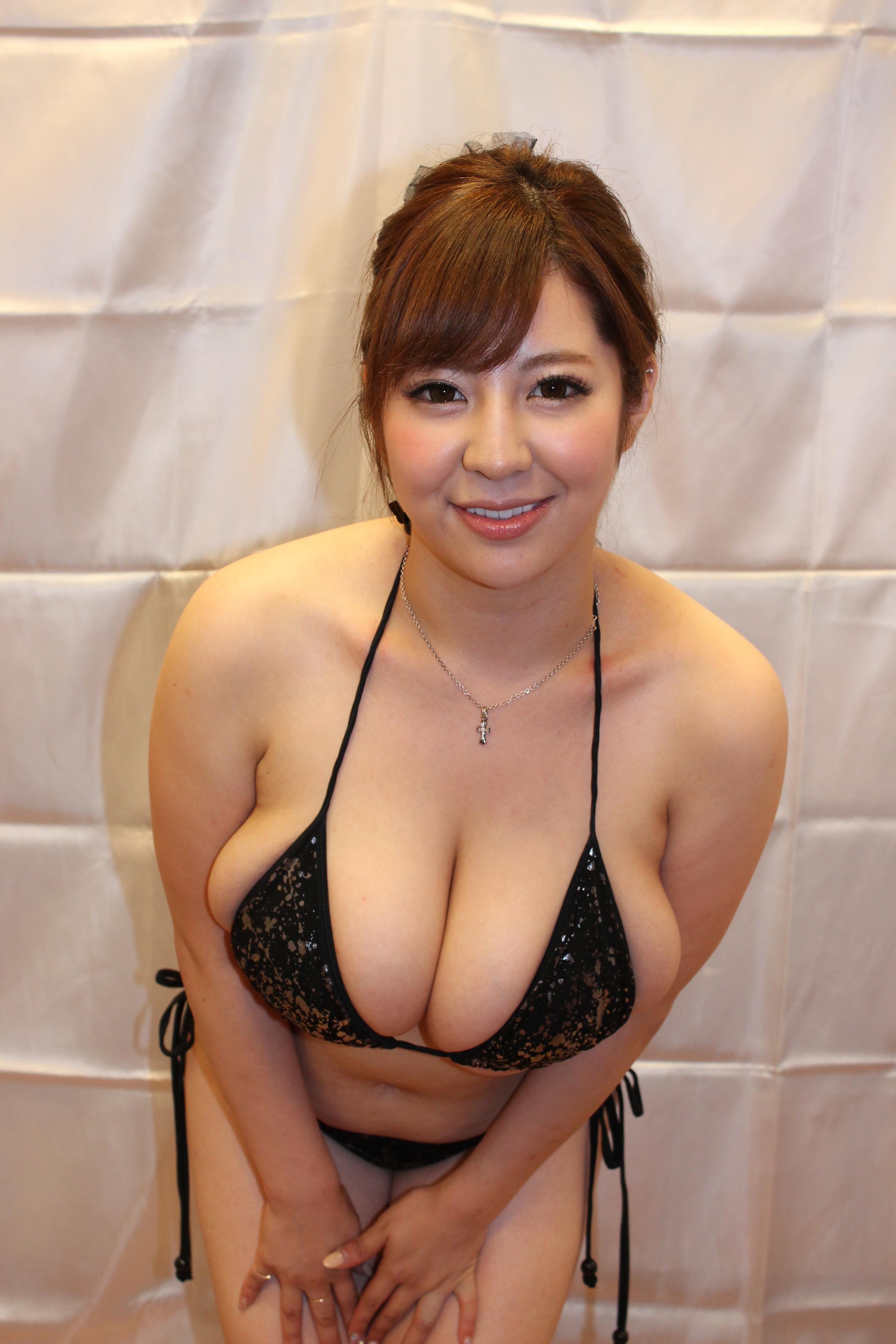 3d hentai young momo footjob 8