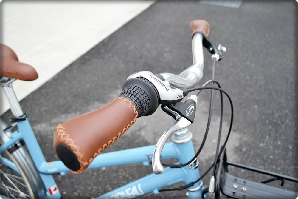 自転車の 自転車 アルミフレーム ママチャリ : このTR2、グリップはエルゴです ...