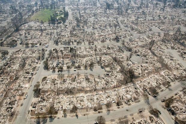 まずこの画像を見てほしい。カリフォルニア州至上最悪の山火事、400名以上が行方不明…