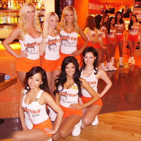Ginza-Hooters-Girls-in-Japan