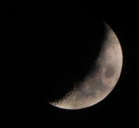 曇りの月-1