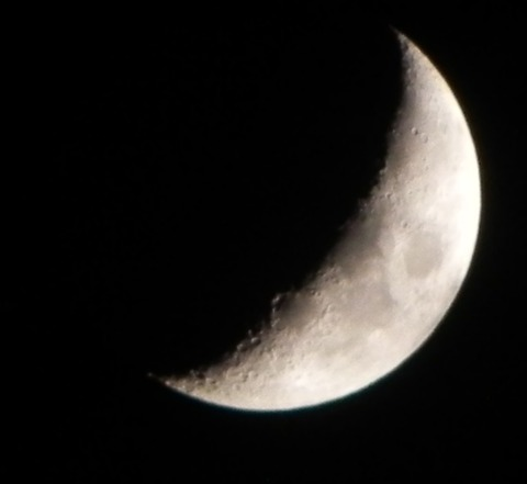 曇りの月-3