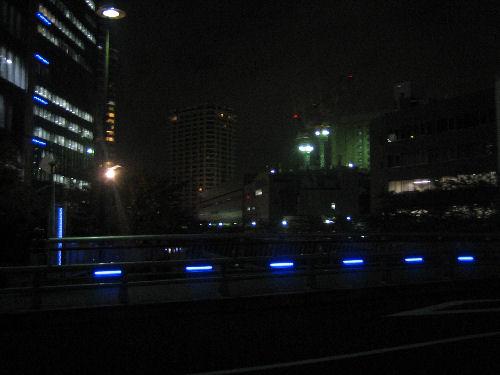 橋の青い照明