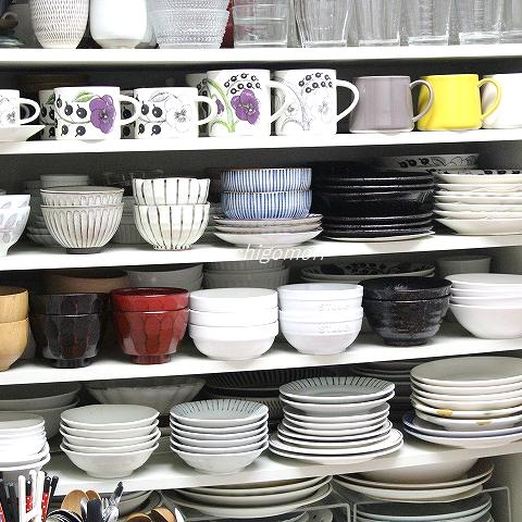 食器棚アップ