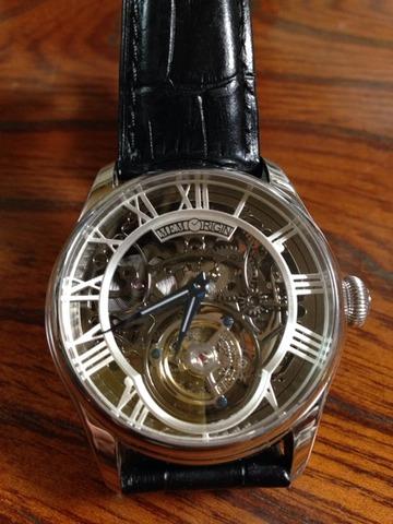 初めてトゥールビヨンの時計を触りました
