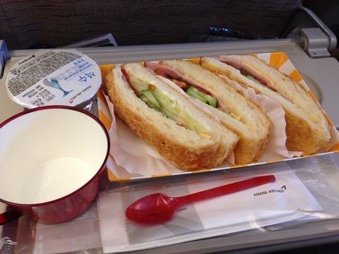 アシアナ航空 OZ121の機内食(中部⇒仁川)