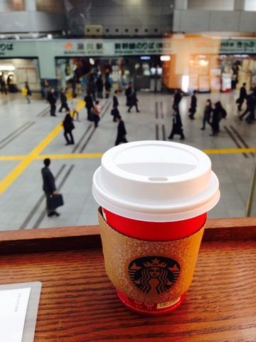 品川駅のスタバにて