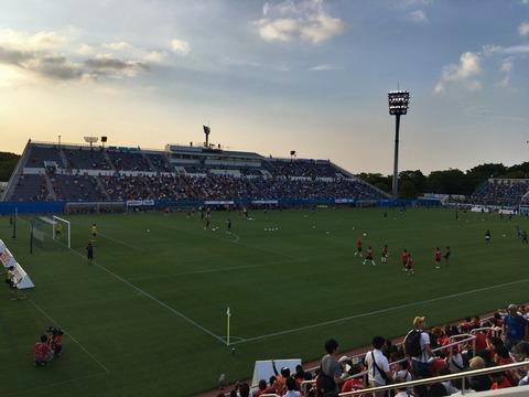 横浜FCがゴール裏のチケットとTシャツを無料配布
