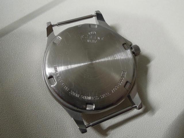 88c225bf09 近所の商店街にある時計屋さんの電池交換費用は1,080円。 もちろん防水試験はしてくれませんが、7-8分で作業してくれました。