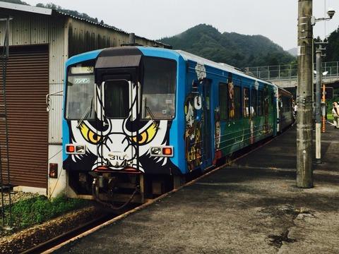 列車の写真を撮ってたら撮られてた