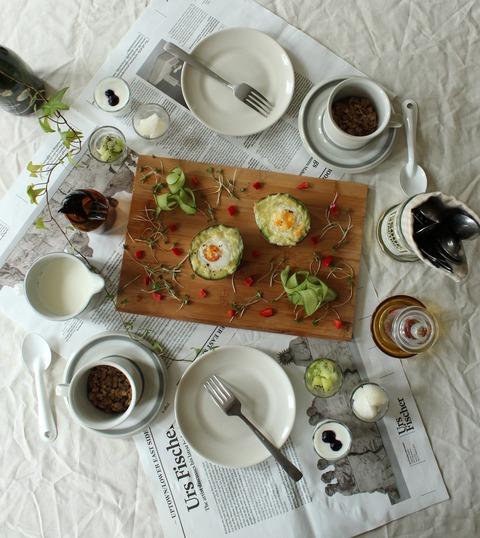 Breakfast : Grilled Avocado&Egg, Homemade Ginger Granola, Yogurt, Frozen Kiwi&Japanese Pear, Milk