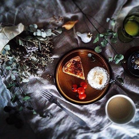 Breakfast : Leek Quiche, Cherry Tomato, Yogurt, Apple Juice, Milk tea