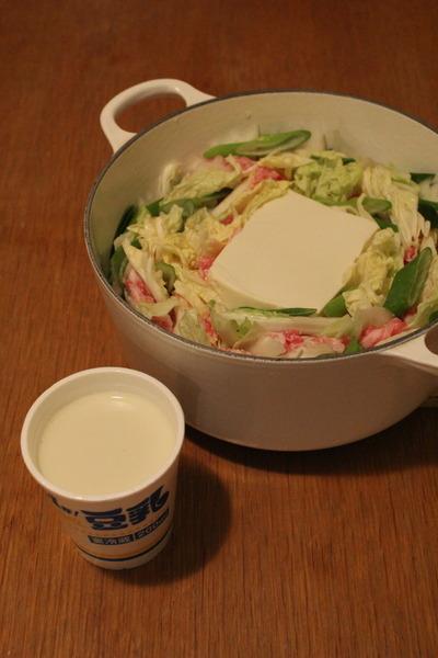 十勝青大豆の豆腐が主役の豚肉と白菜の豆乳ミルフィーユ鍋