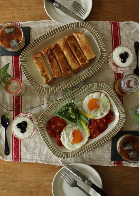 Breakfast : Cinnamon&Peanut Toast, Egg Sunny-Side up, Grilled Tomato, Green bean, Blueberry Yogurt, Iced Latte