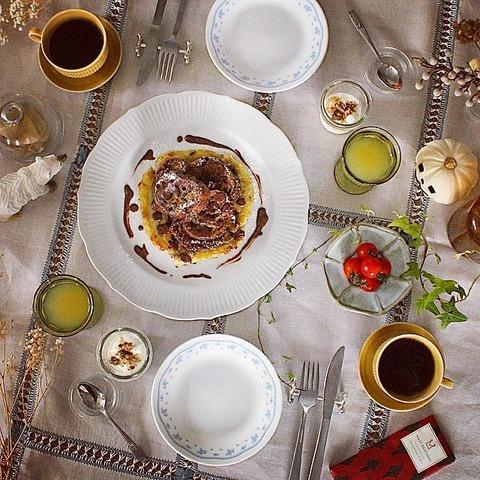 Breakfast : Coffee French Toast, Cherry Tomato, Yogurt, Apple Juice, Coffee
