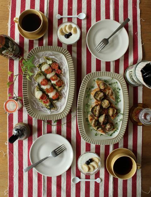 Breakfast : Pita Bread Pizza(Tomato&Cheese Basil Sauce, Eggplant& Bacon Tomato Sauce),  Banana, Blueberry, Yogurt, Coffee
