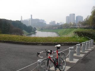 20090405TOKYOサイクリング9半蔵門から桜田門を望む