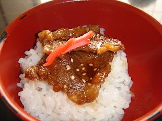 「牛苑」ミニ牛豚丼UP