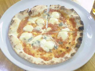 ローマステーションのピザ