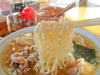 「はるこ屋」モツワンタン麺_麺UP