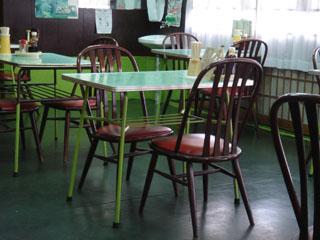 前田食堂テーブル