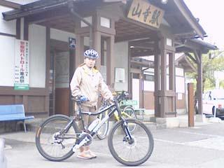 山寺駅前_洋子