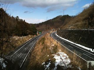 山形自動車道双月トンネルの上から