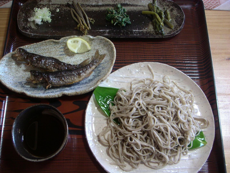 20070603ツールドthe王_まるいち蕎麦_もりそば&岩魚の素揚げ