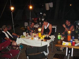 キャンプ場にて宴