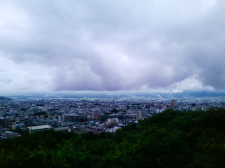 盃山からの雨雲