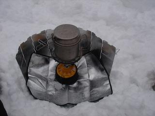 20080106弓張平スノーシュー_湯沸し中