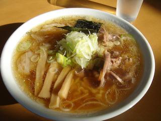 「はるこ屋」モツワンタン麺